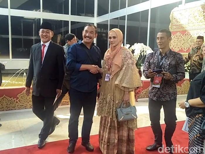 Penampilan Mulan Jameela di Pelantikan DPR (Nur Azizah Rizki Astuti/detikcom)