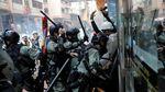 Bentrok Demonstran dan Polisi Warnai HUT ke-70 China di Hong Kong