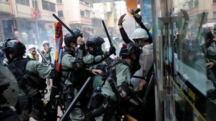 aksi demo di Hong Kong kerap diwarnai bentrokan dengan aparat (Foto: Reuters)