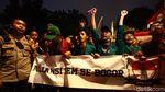 Potret Tertibnya Mahasiswa Pulang Demo dengan KRL