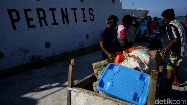 Di Pulau Ini, Kedatangan Kapal Disambut Meriah