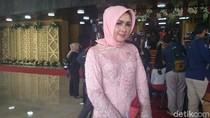 Evi Kelewat Cantik Bawa Keluarga Saat Kecelakaan di Cipularang