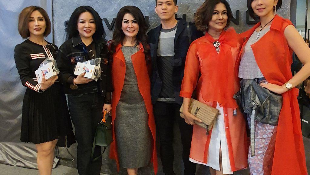 Desainer Ini Buat Koleksi Baju Terinspirasi dari Barang Antik