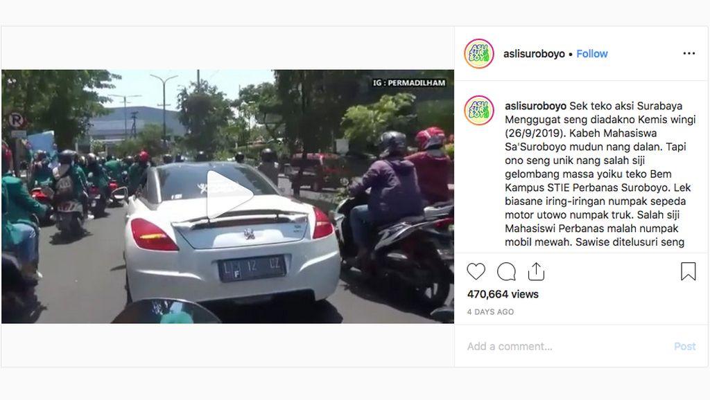 Reaksi Netizen Kala Mahasiswa Surabaya Demo Pakai Mobil Mewah