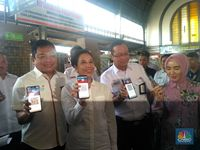 Menteri Rini Gugup Naik KRL Pakai LinkAja, Kenapa?