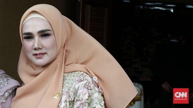 Isteri Ahmad Dhani, Mulan Jameela, tampak hadir di Rutan Cipinang.