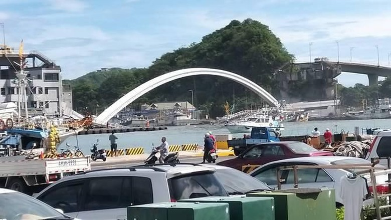 Jembatan Tiba-tiba Ambrol di Taiwan, 14 Orang Luka-luka