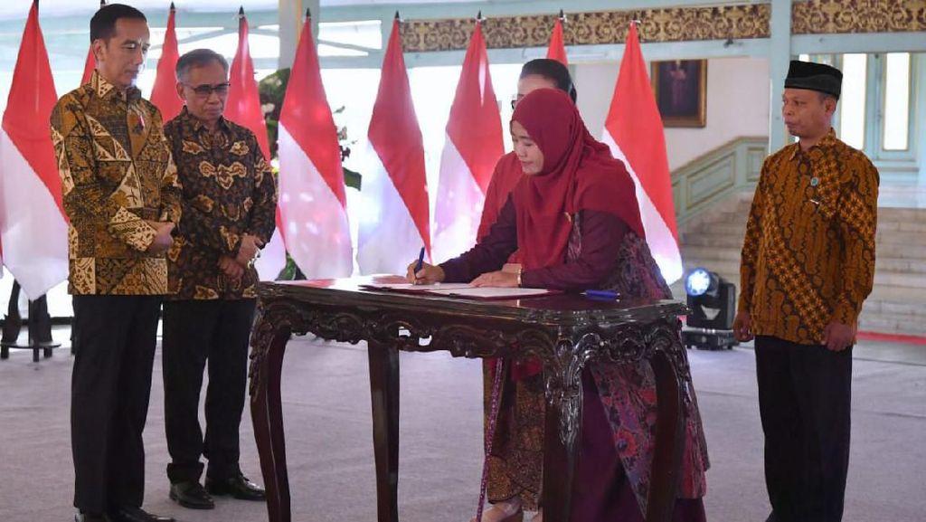 OJK Kembangkan Klaster Batik Nasabah Bank Wakaf Mikro