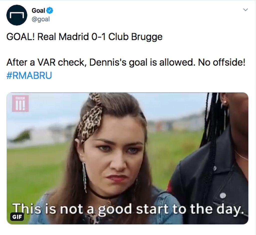 Club Brugge bikin kejutan dengan membobol gawang Real Madrid duluan dan lolos dari VAR. Netizen langsung pasang meme ini. Foto: (Twitter)