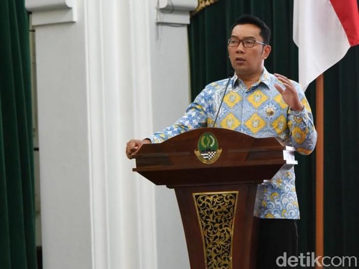 Ridwan Kamil memakai batik yang didesainnya sendiri. Foto: baban/detikcom