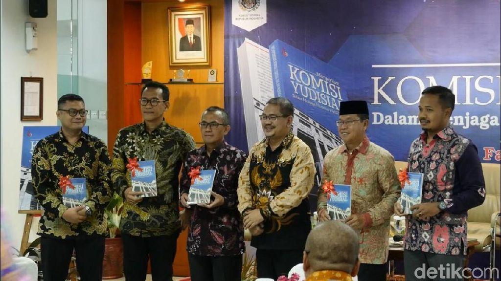 Bikin Buku, Anggota KY Minta DPR Sahkan RUU Perkuat Kewenangan KY