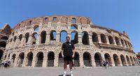 Simon di depan Colosseum (dok. Simon Wilson)