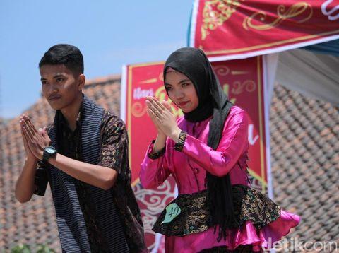 Melihat Keseruan Guru-Siswa Sumedang Fashion Show Batik di Sekolah