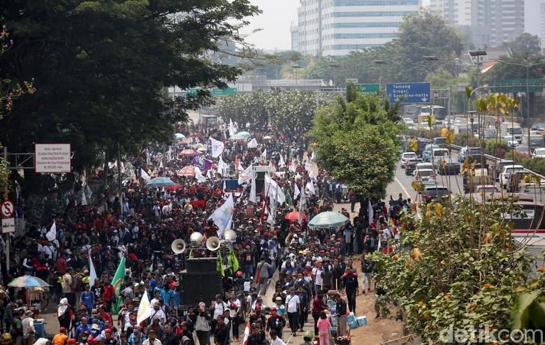 Demo Buruh di DPR. Foto: Agung Pambudhy