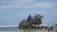 Pantai Balekambang.