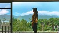 Saat di penginapan Ryuguden Ryokan Kanagawa, Luna Maya menikmati pelangi dengan latar pemandangan indahnya Hakone.(Foto: lunamaya/Instagram)