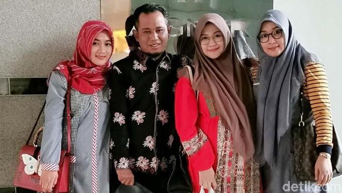 Potret Lora Fadil bersama 3 istri/Foto: dok pribadi