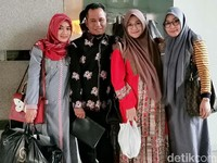 Istri-istri Lora Fadil Bicara Soal Poligami