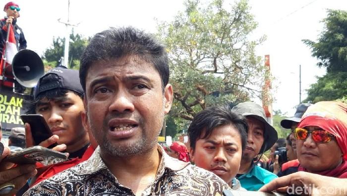 Presiden KSPI Said Iqbal di Jalan Gatot Subroto, Jakarta.