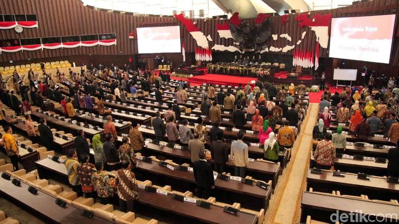 376 Anggota Dewan Hadiri Sidang Paripurna MPR Kedua