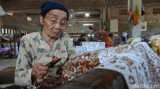 Mbah Sripah di Rembang, di Usia 87 Tahun Masih 'Jernih' Membaik
