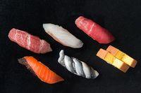Pertama Kali Cicip Sushi, Pria Ini Malah Muntahkan Salmon Segar