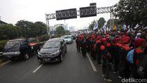 Melihat Suasana Jalan Tol Saat Massa Buruh Demo di DPR