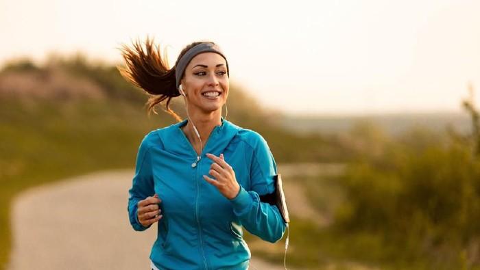 Berolahraga dua kali sehari, lebih sehat atau malah berbahaya ya? Foto: iStock