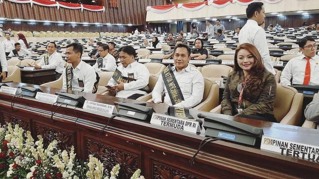 Anggota DPR Termuda Bangga Bisa Cicil Mobil Murah