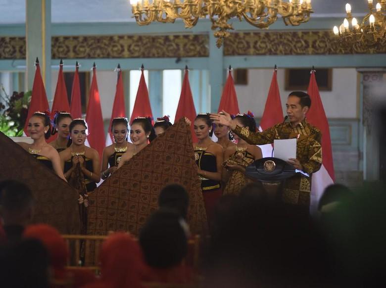 Jokowi Ingin Batik Jadi Muatan Lokal di Sekolah