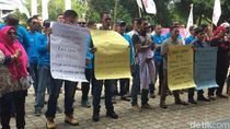 Geruduk DPR Aceh, Buruh Curhat Upah Murah Rp 300 Ribu/Bulan