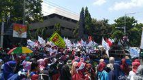 Saat Massa Buruh di Jateng Demo Lalu Flasmob Salah Apa Aku