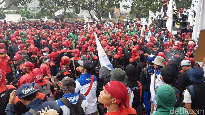 Foto: Demo buruh/Achmad Dwi Afriyadi-detikcom