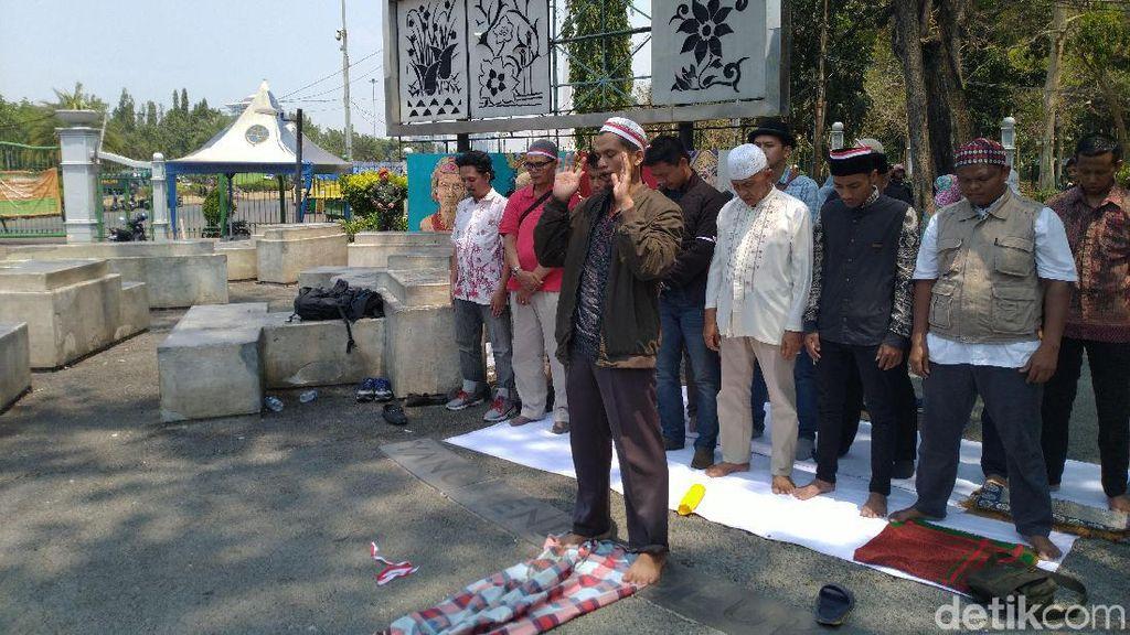 Doakan Korban di Wamena, Forum Awak Minang Salat Gaib Depan Istana