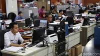 Begini suasan kerja di Kantor Walikota Jakarta Utara saat Hari Batik Nasional.