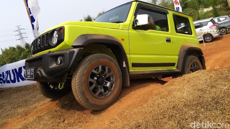 Suzuki Jimny di Medan Offroad
