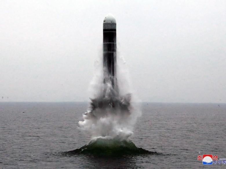 Korut Berhasil Uji Tembak Rudal Balistik Kapal Selam Jenis Baru