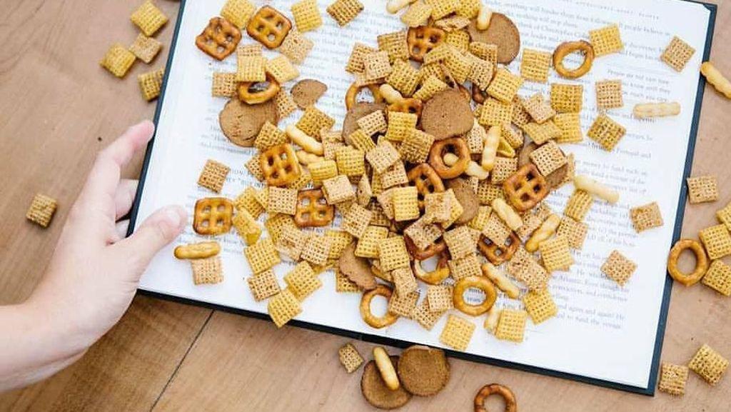 Demi Tarik Perhatian, Iklan Makanan Ini Bikin Pembaca Buku Geram