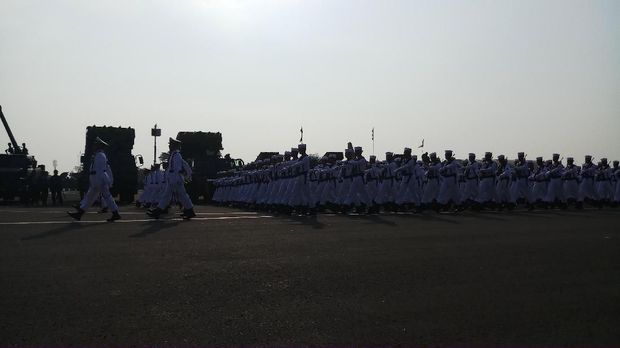 Parade dan defile di HUT TNI.