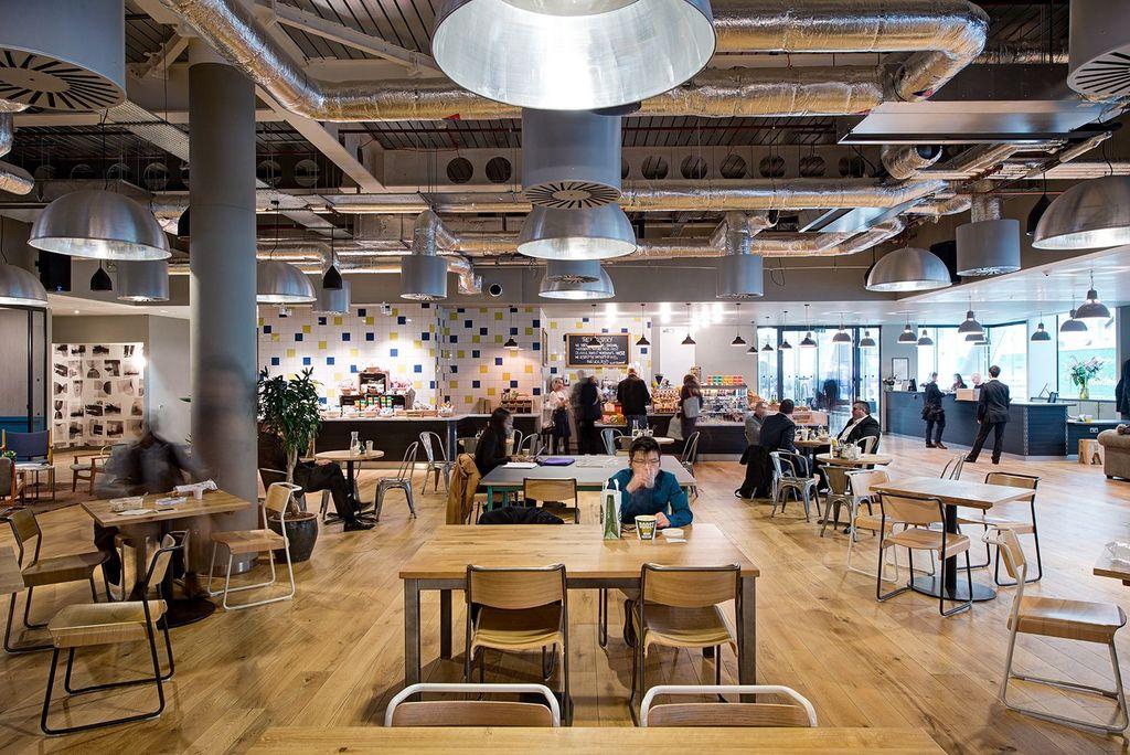 WeWork yang didirikan oleh Adam Neumann dan koleganya pada tahun 2010 menjadi startup yang bergerak di bidang penyewaan kantor, khususnya untuk startup. Ini salah satu kantor mereka yang bisa disewa, berlokasi di Moorplace, London. Foto: Office Lovin