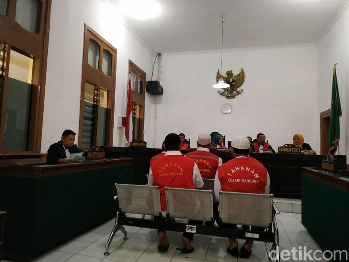 5 pegawai PT DI menggelapkan onderdil pesawat dengan nilai kerugian mencapai Rp 5,4 miliar. (Foto: Dony Indra Ramadhan/detikcom)
