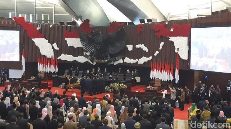 Ucapkan Sumpah Jabatan, Bambang Soesatyo Resmi Jadi Ketua MPR
