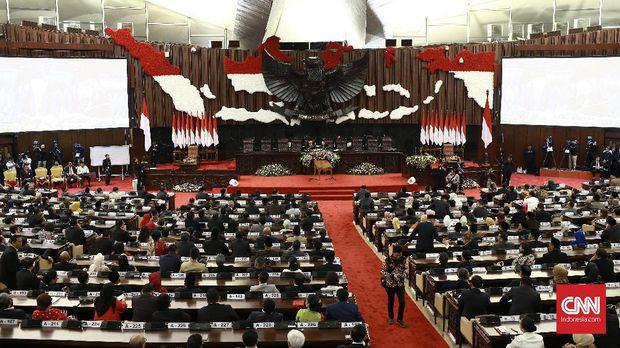 Sebelum UUD 45 diubah, pemilihan presiden dilakukan oleh MPR.