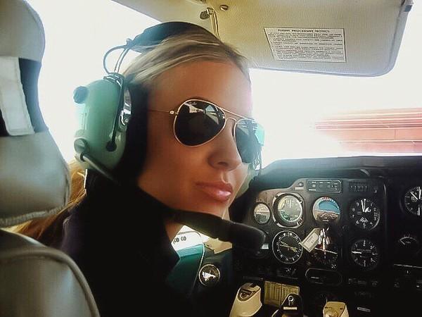 Inilah Madeleine Schneider, pilot wanita dari Munich, Jerman yang sangat populer di Instagram. Followersnya mencapai 1,1 juta orang. (Instagram/@pilotmadeleine)(Foto: Instagram/@pilotmadeleine)