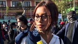 Santuy Banget, Cerita Mahasiswi yang Viral karena Review Makeup Demo