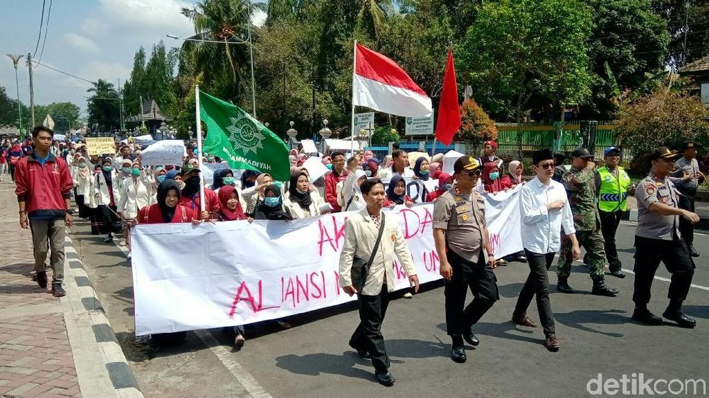 Protes Kriminalisasi Aktivis, Massa Mahasiswa Purworejo Joget Salah Apa Aku