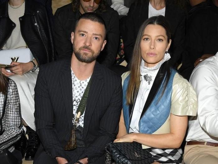 Justin Timberlake dan Jessica Biel menghadiri fashion show Louis Vuitton Spring-Summer 2020 saat Paris Fashion Week. (Foto: Pascal Le Segretain/Getty Images)