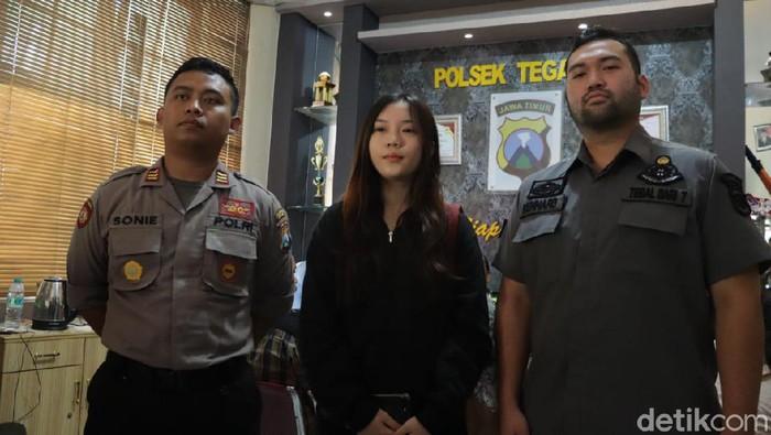 Korban didampingi polisi (Foto: dok. Istimewa)