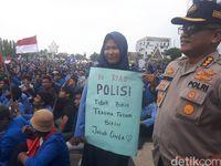 Temui Mahasiswa Demo, Kapolda Riau Janji Usut Pelaku Pembakaran Hutan