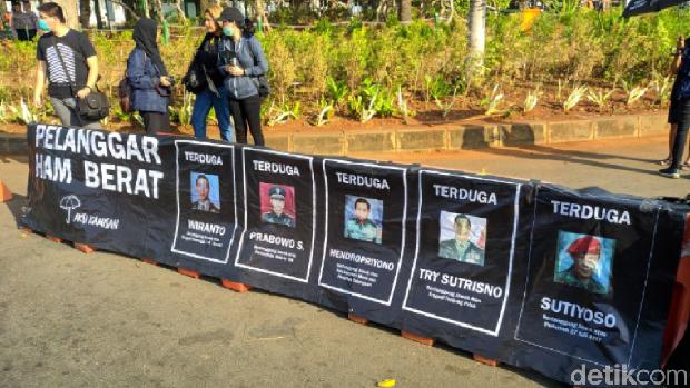 Aksi Kamisan di Depan Istana, Desak Jokowi Tuntaskan Kasus HAM